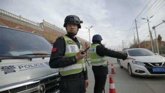 Die Polizei führt Kontrollen auf der Straße durch