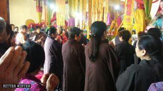 Wer braucht schon Religion? Buddhisten zu politischer Haltung gedrängt