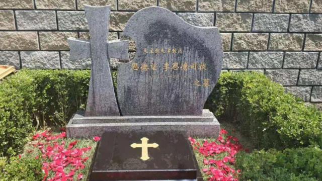 Bischof Stephen Li Side Grabstein