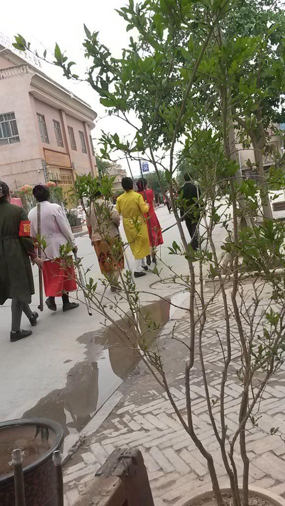 """Kashgar-Hausfrauen fungieren als """"Hauswächterinnen"""" und patrouillieren"""