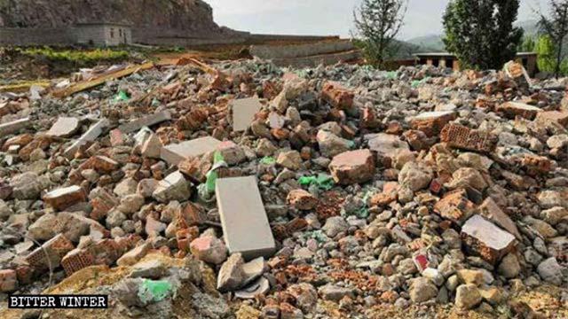 Der Huaizi-Tempel wurde in einen Trümmerhaufen verwandelt.